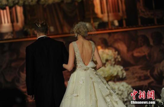 资料图:婚纱。 张瑶 摄