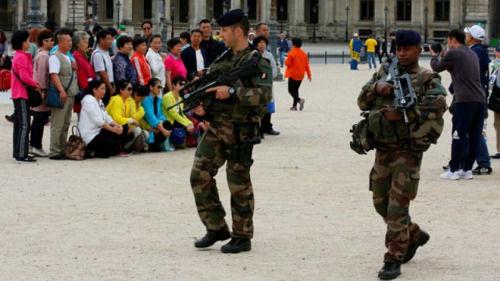 资料图片:法国驻华大使馆表示,今年上半年,法国仅向中国发出32万份签证,较去年同期下降约15%。