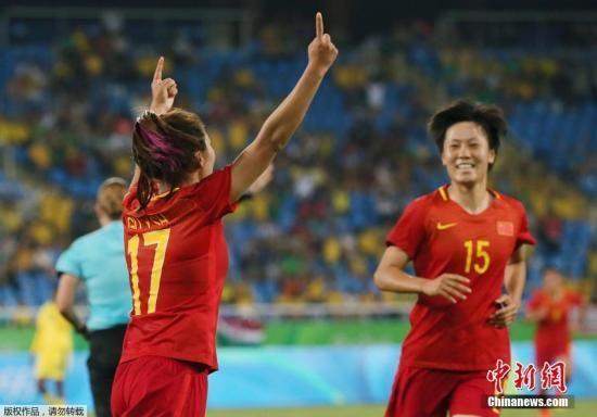 当地时间8月6日,巴西里约,2016里约奥运会女足小组赛,中国队对阵同组的南非队。图为古雅莎庆祝进球。