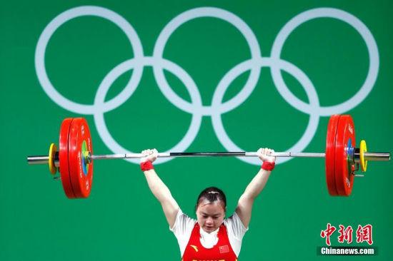 当地时间8月7日,2016里约奥运举重女子53公斤级决赛,黎雅君挺举123公斤失败无缘奖牌。图为黎雅君在比赛中。