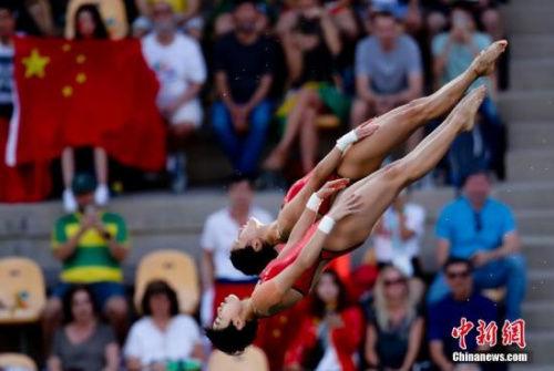2016里约奥运跳水女子双人十米台,中国选手陈若琳/刘惠瑕获得冠军。中新网记者 杜洋 摄
