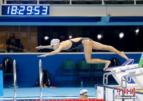 资料图:当地时间8月1日,陈欣怡在巴西里约游泳赛场进行赛前训练。