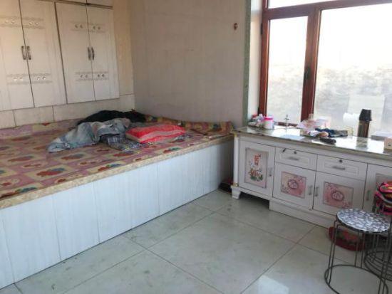 案发房间,如今地上的血迹已被清洗。澎湃新闻记者 邢丙银 图春节命案