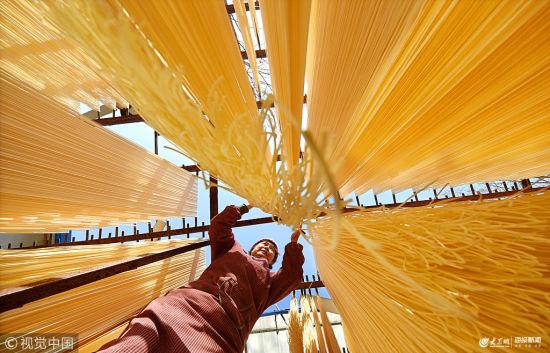 澳门银河国际娱乐官网淄博:沂蒙挂面 挂满农家院的年味与乡愁