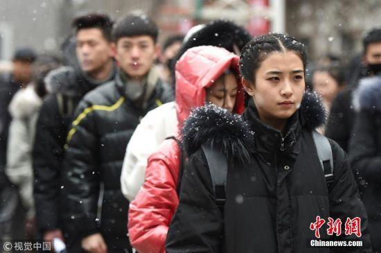 """中戏艺考拉开大幕 近7万俊男靓女雪中""""追梦"""""""