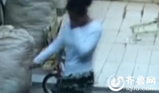 监控视频拍摄到的女子作案画面