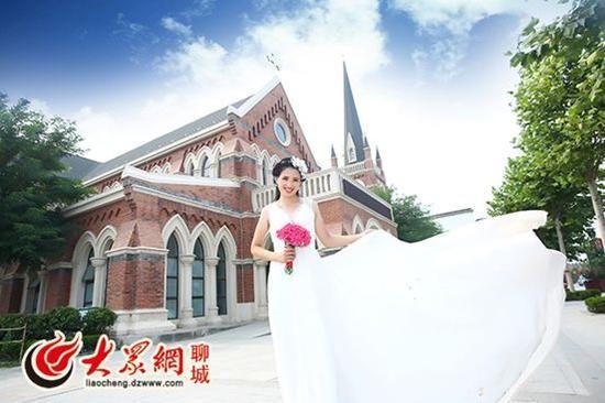 结婚还不到一个月,李桢穿的婚纱还在。大众网记者 王传胜 摄