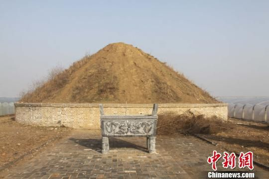 在墓东有晏王庙,但却因历史原因在1966年被拆除,只保留了庙址。记者看到原址处种满了胳膊般粗的杨树,杂草丛生。 沙见龙 摄