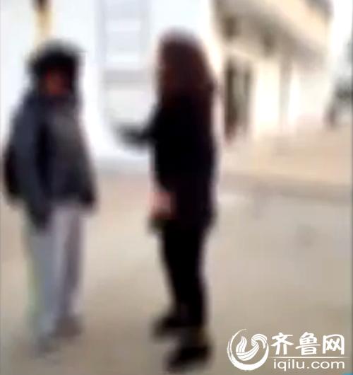 网传德州初中女生打人视频(视频截图)