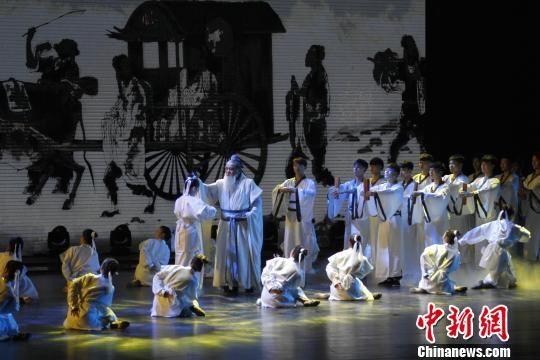 开幕式晚会将传统文化的传承、传统与现代相结合,涵盖了孔子思想、运河文化、一带一路文化等。 沙见龙 摄