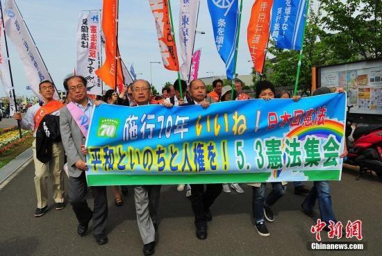 日媒民调:40%日本民众反对自民党修改宪法第9条
