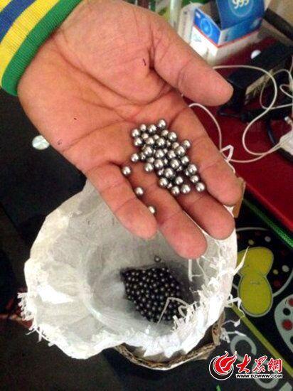 警方从犯罪嫌疑人家中缴获的子弹。