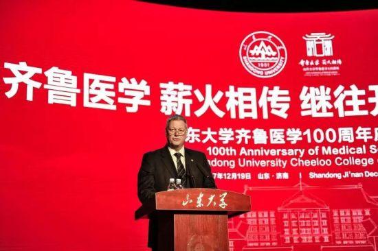国际友好学校代表、南澳大学副校长罗伯特・温克教授