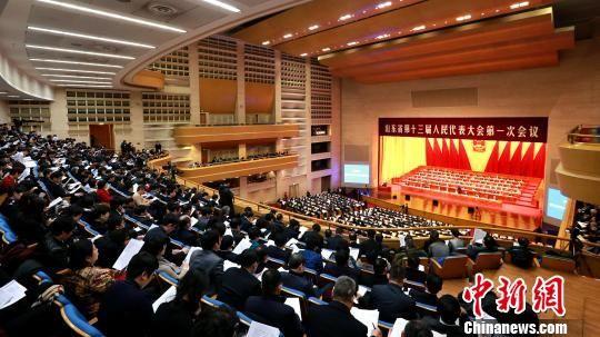 1月25日,山东省第十三届人大一次会议在济南召开。 梁�� 摄