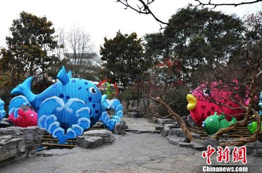 """第39届趵突泉迎春花灯会以""""灯灿・泉旺・湖山新?""""为主题。 孙婷婷 摄"""