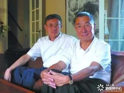 程林(左)和诺贝尔物理学奖获得者丁肇中