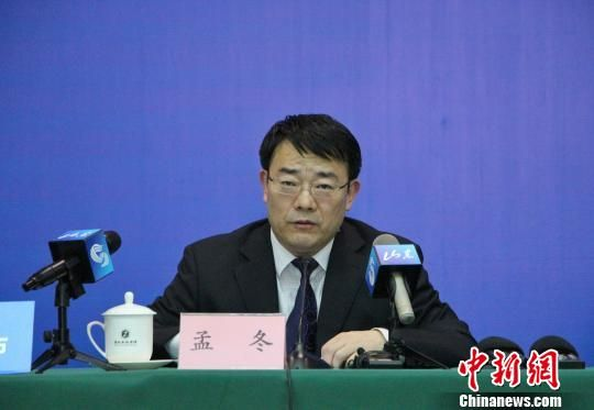 山东省医改办常务副主任、省医管办主任孟冬在发布会上介绍有关情况。 赵晓 摄