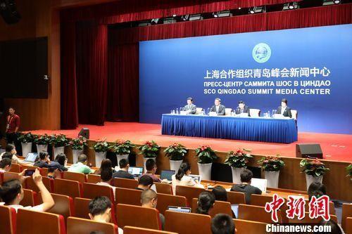 6月8日,山东省经济社会发展情况新闻发布会在上合组织青岛峰会新闻中心发布厅A厅举行。李欣 摄