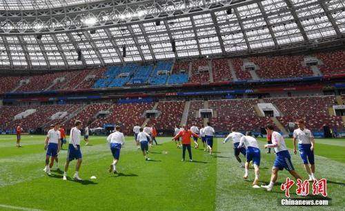 揭幕战将于北京时间6月14日23:00进行,图为卢日基尼体育场。 中新社记者 毛建军 摄