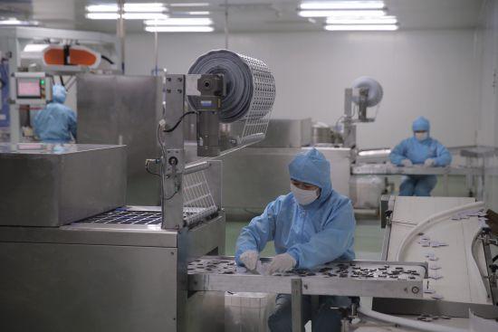 资料图:图为东阿阿胶股份有限公司的现代化生产车间。梁�� 摄