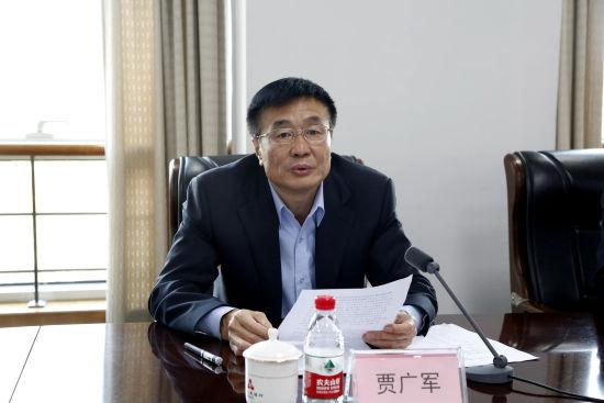 中国人民银行济南分行副行长贾广军介绍此次展览的相关情况。沙见龙 摄
