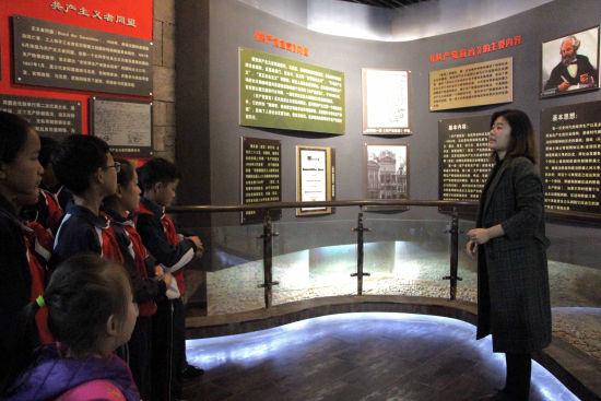 学生到红色刘集旅游景区参观。 赵晓 摄