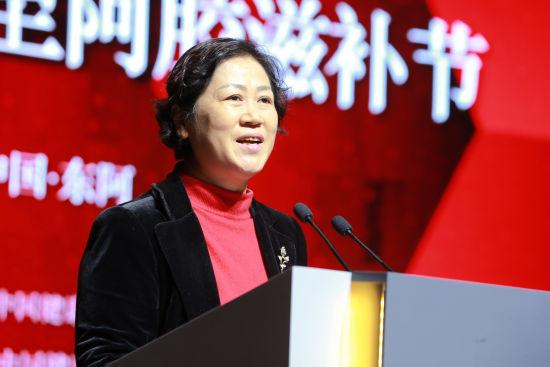 聊城市人民政府副市长马丽红出席冬至阿胶滋补节。梁犇 摄