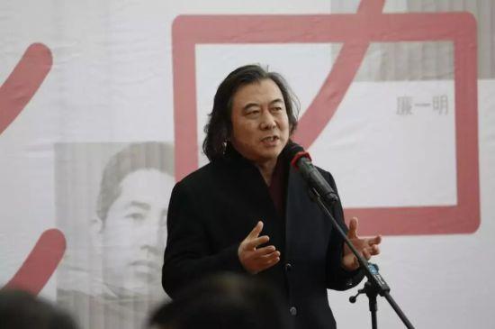 山东省美术家协会主席、山东美术馆馆长张望致辞。