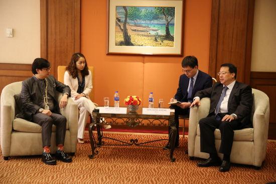 龔正省長會見維薩亞地區總統助理邁克爾迪諾