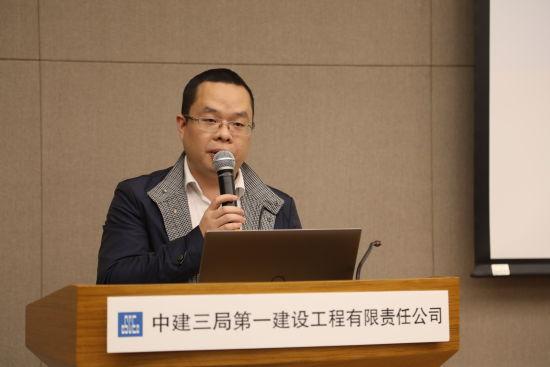 中建三局一公司雄安建设者吴磊带领年轻团队112天建造智慧化园区,助力雄安新区发展。他为青年分享《奋斗的青春》。