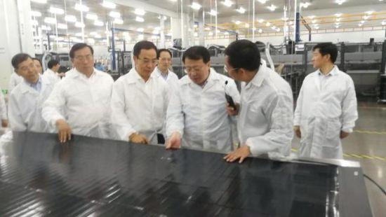 家庭用太阳能灯图片山东省省长龚正考察淄博汉能薄膜太阳能电池项目