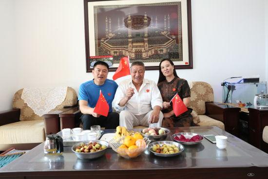赵靖涵的爸爸妈妈和爷爷