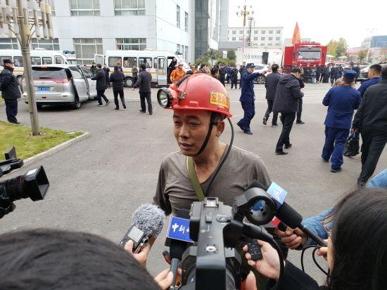 山东梁宝寺煤矿事故被困11人全部获救。邱江波 摄