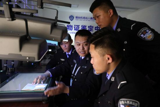 对新招录新警进行业务知识培训。