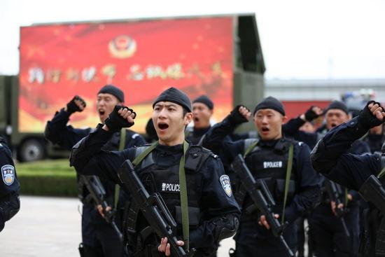 举行安保誓师大会,提升民警工作士气。