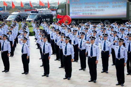 举全省之力做好新中国成立70周年大庆安保工作。钱程 摄