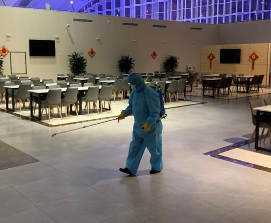 对车站餐厅进行强化消毒。