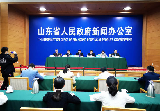 资料图:山东省人民政府召开新闻发布会,介绍优化营商环境的具体措施。