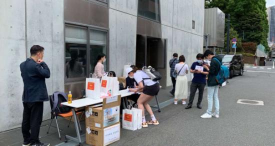 日本在日山东同乡会组织发放口罩