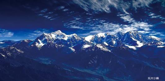 托木尔峰的凝视