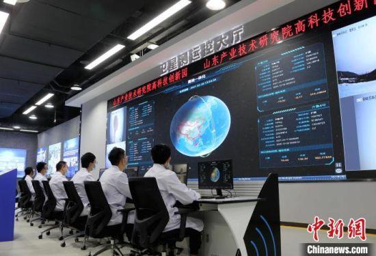 图为山东产业技术研究院卫星测运控大厅。 沙见龙 摄