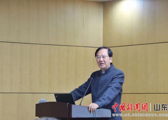 北京中医药大学国学院教授张其成在现场讲话。赵晓 摄