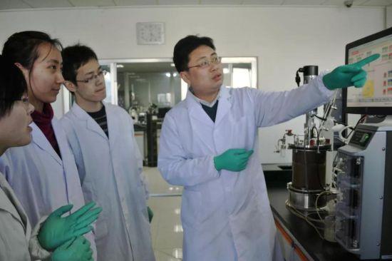 山东大学生命科学学院和微生物技术国家重点实验室研究院方诩教授团队。